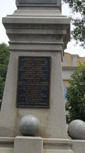 How this monument gives praise to a public servant.